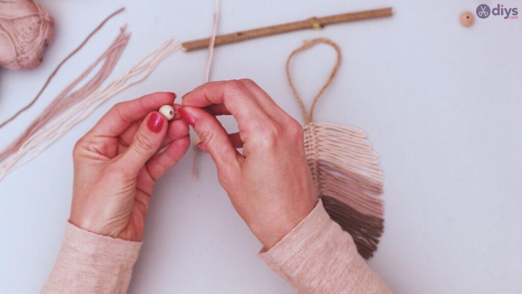 Diy yarn leaf wall decor tutorial (33)