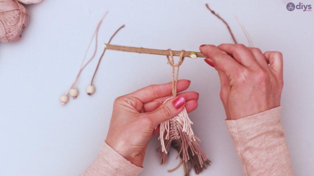 Diy yarn leaf wall decor tutorial (38)
