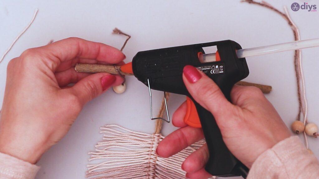 Diy yarn leaf wall decor tutorial (39)