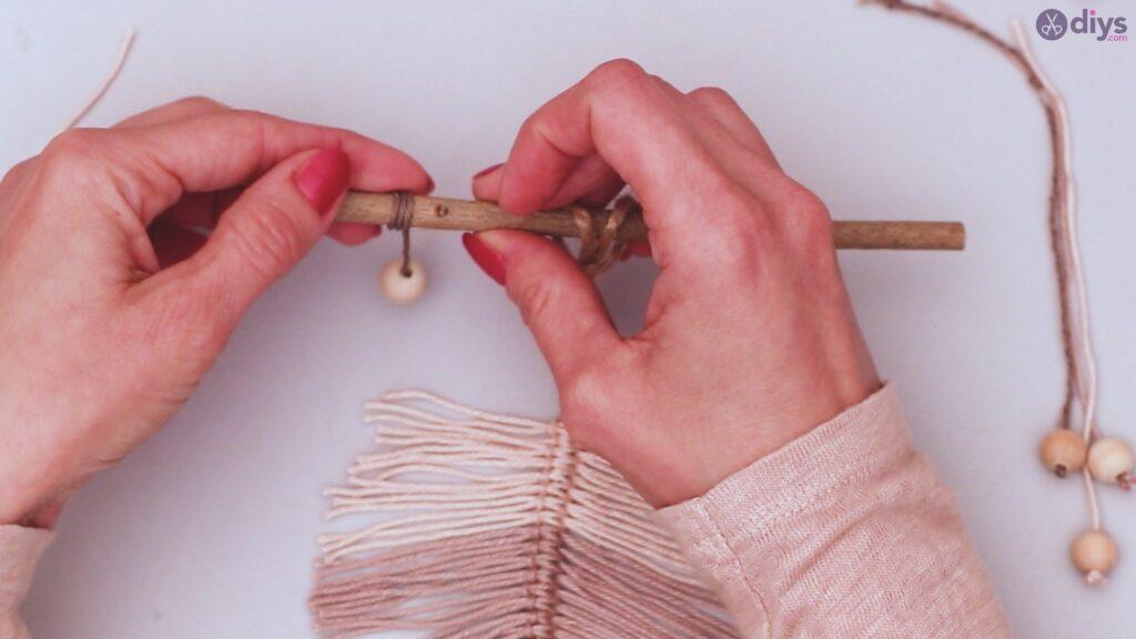 Diy yarn leaf wall decor tutorial (40)
