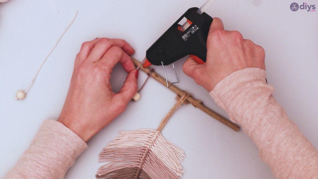 Diy yarn leaf wall decor tutorial (41)