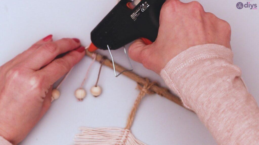 Diy yarn leaf wall decor tutorial (43)