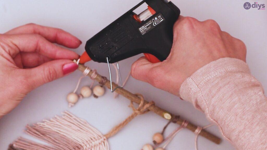 Diy yarn leaf wall decor tutorial (48)