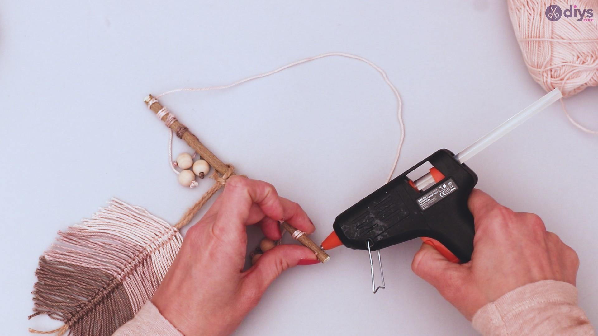 Diy yarn leaf wall decor tutorial (49)