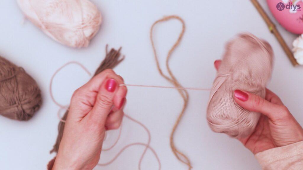 Diy yarn leaf wall decor tutorial (8)