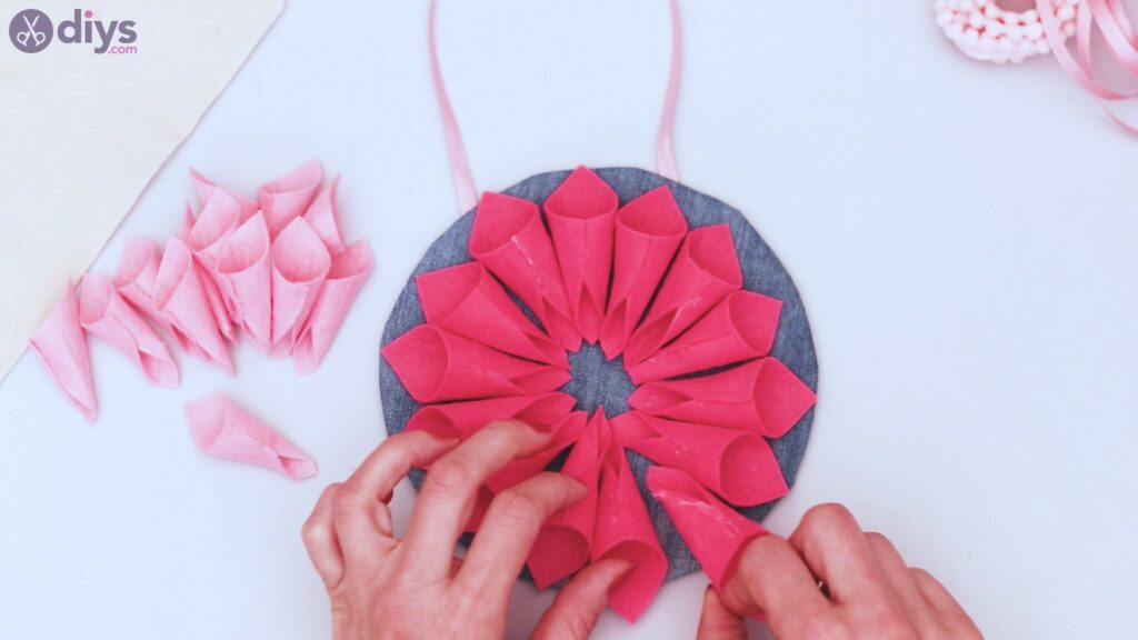 Felt flower wall art step 1 (40)