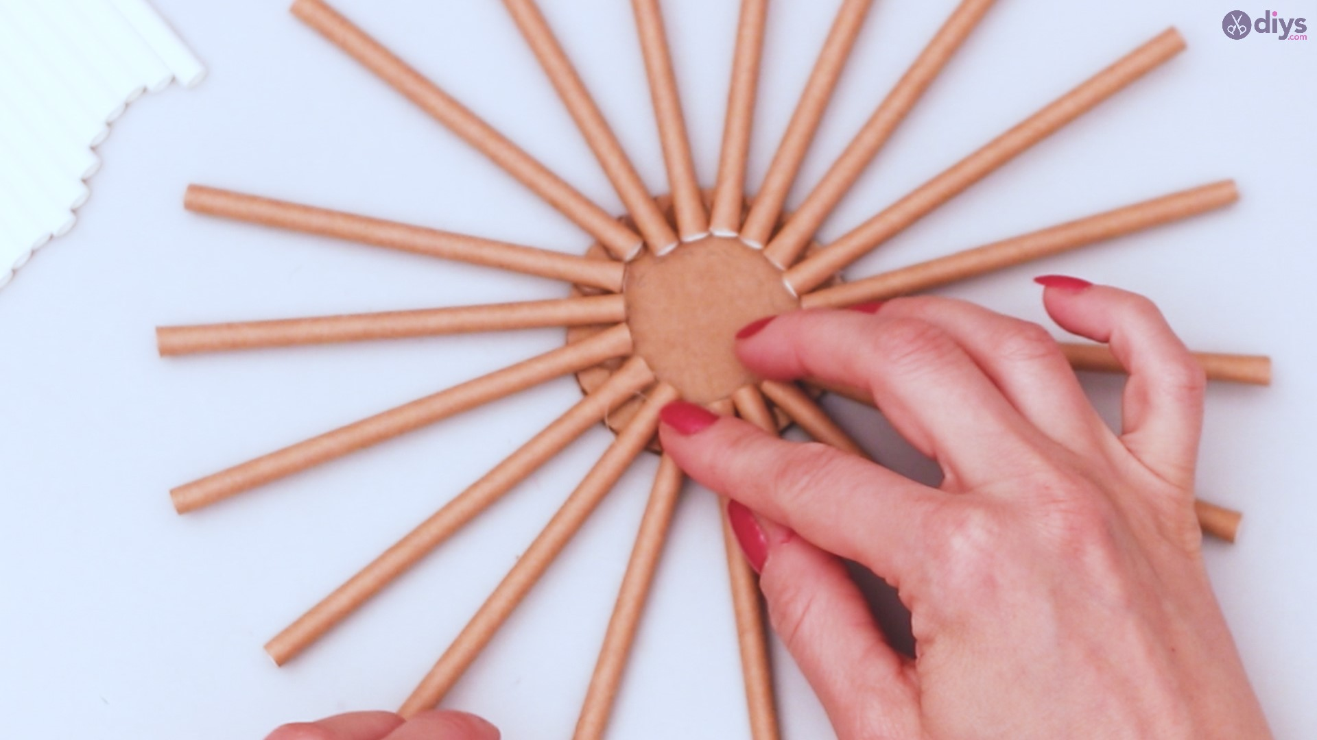 Paper straw wreath diy (11)