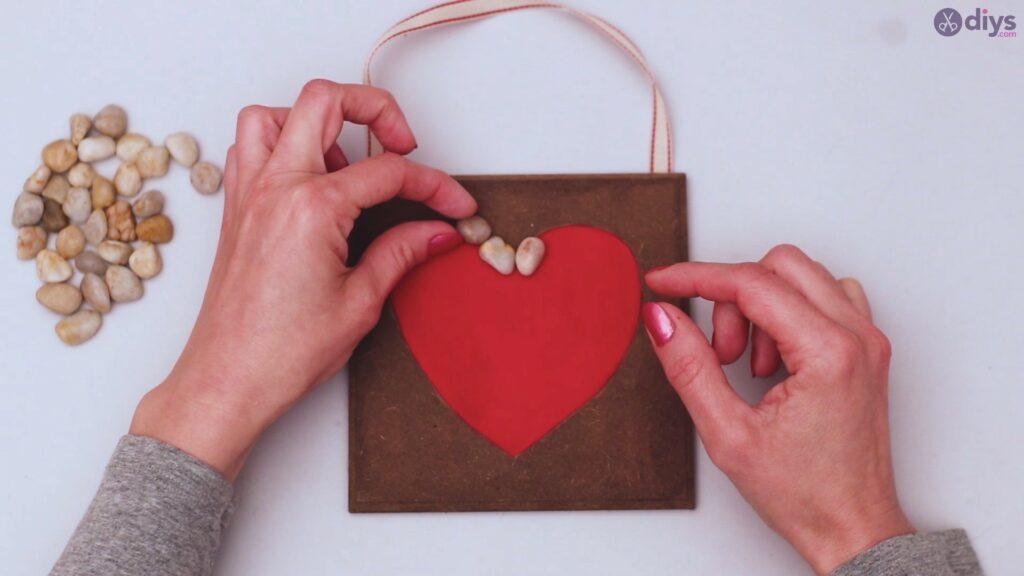 Pebble heart wall decor (14)