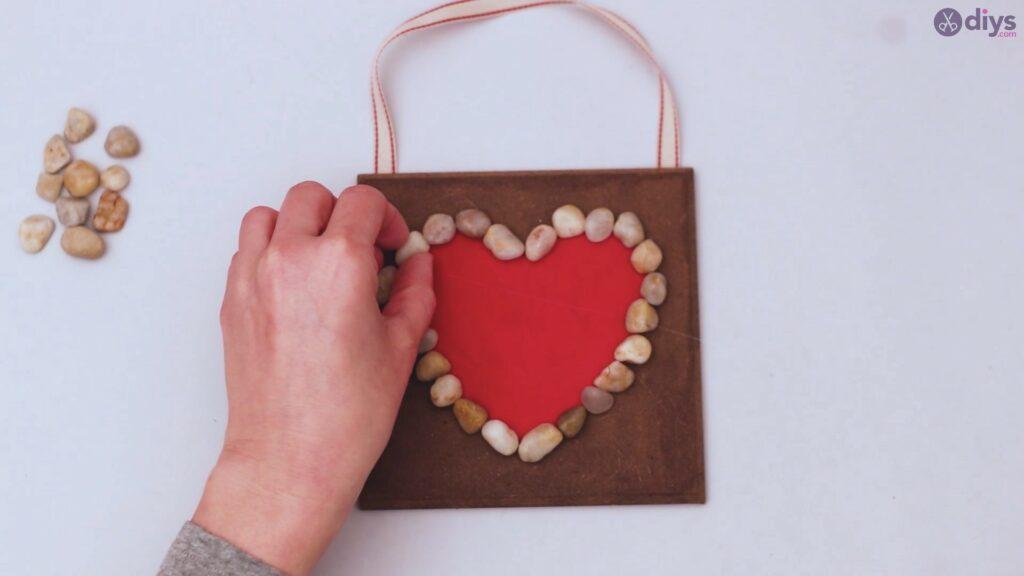 Pebble heart wall decor (18)