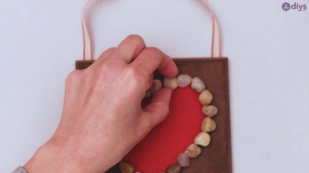 Pebble heart wall decor (20)