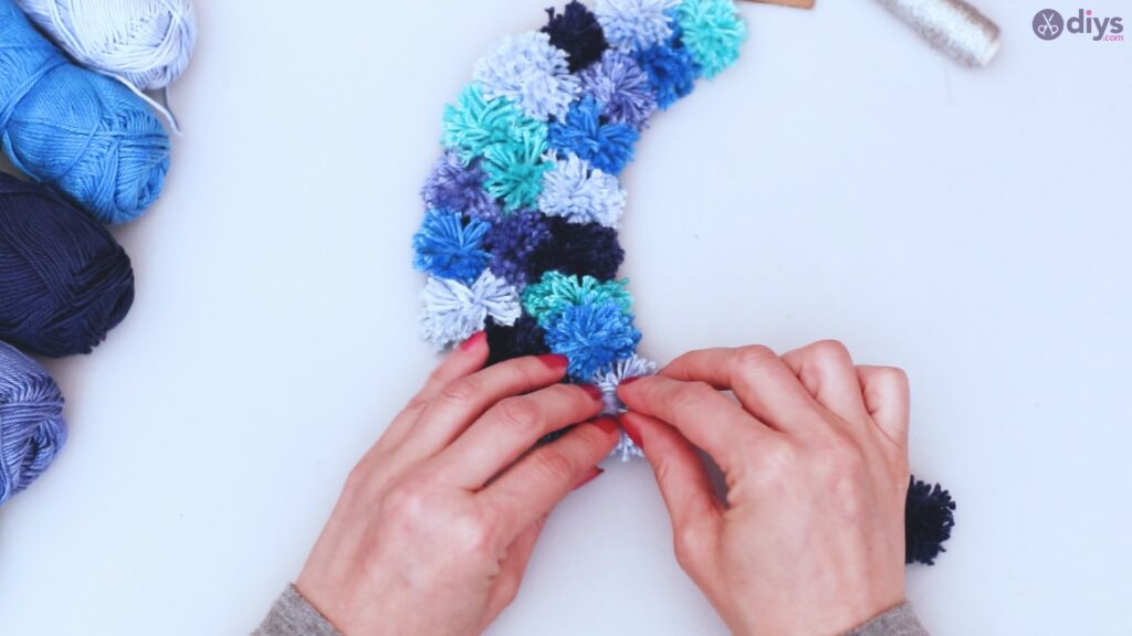 Pompom moon wall art diy (35)