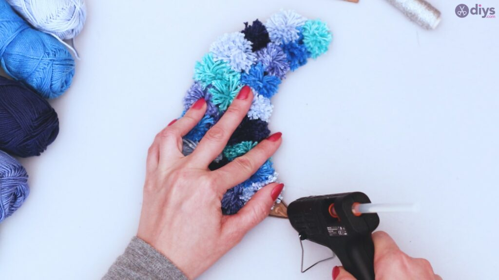Pompom moon wall art diy (36)