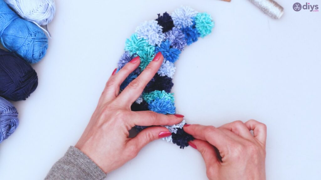 Pompom moon wall art diy (37)