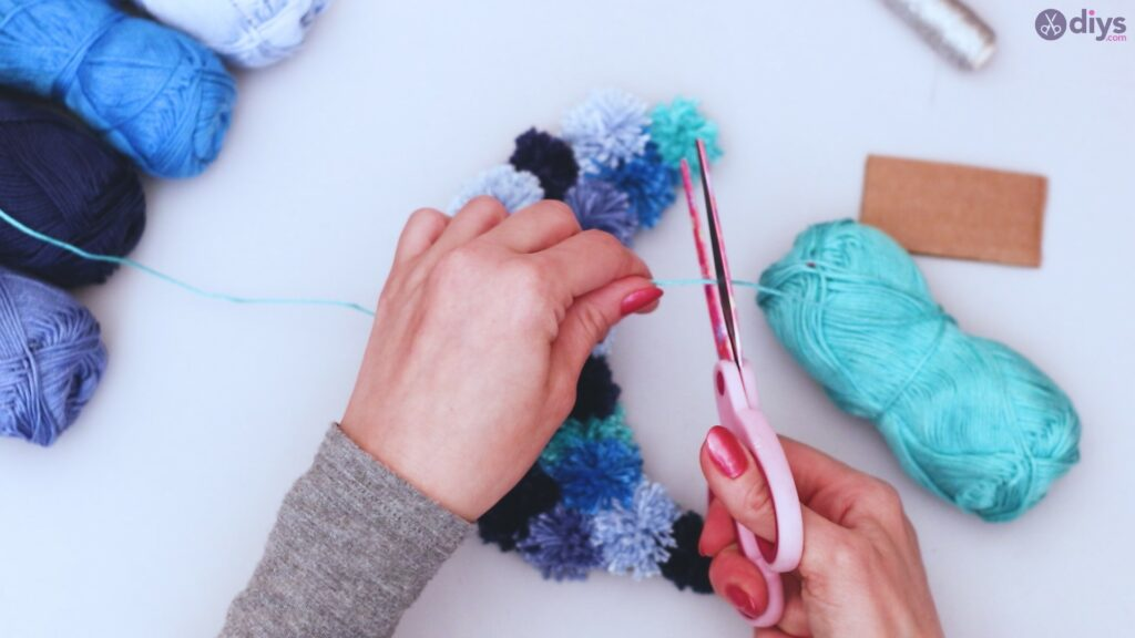 Pompom moon wall art diy (38)