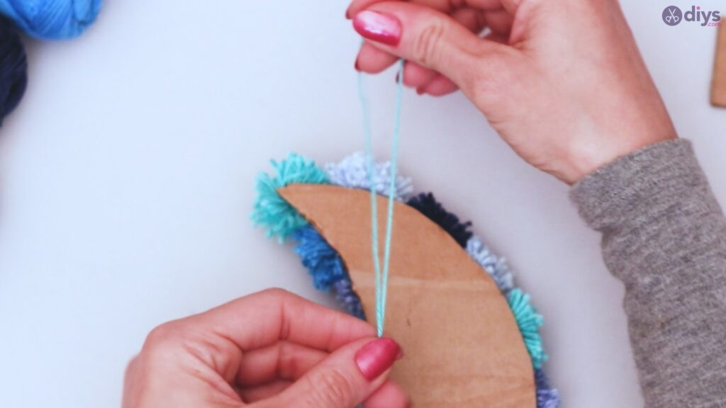 Pompom moon wall art diy (39)