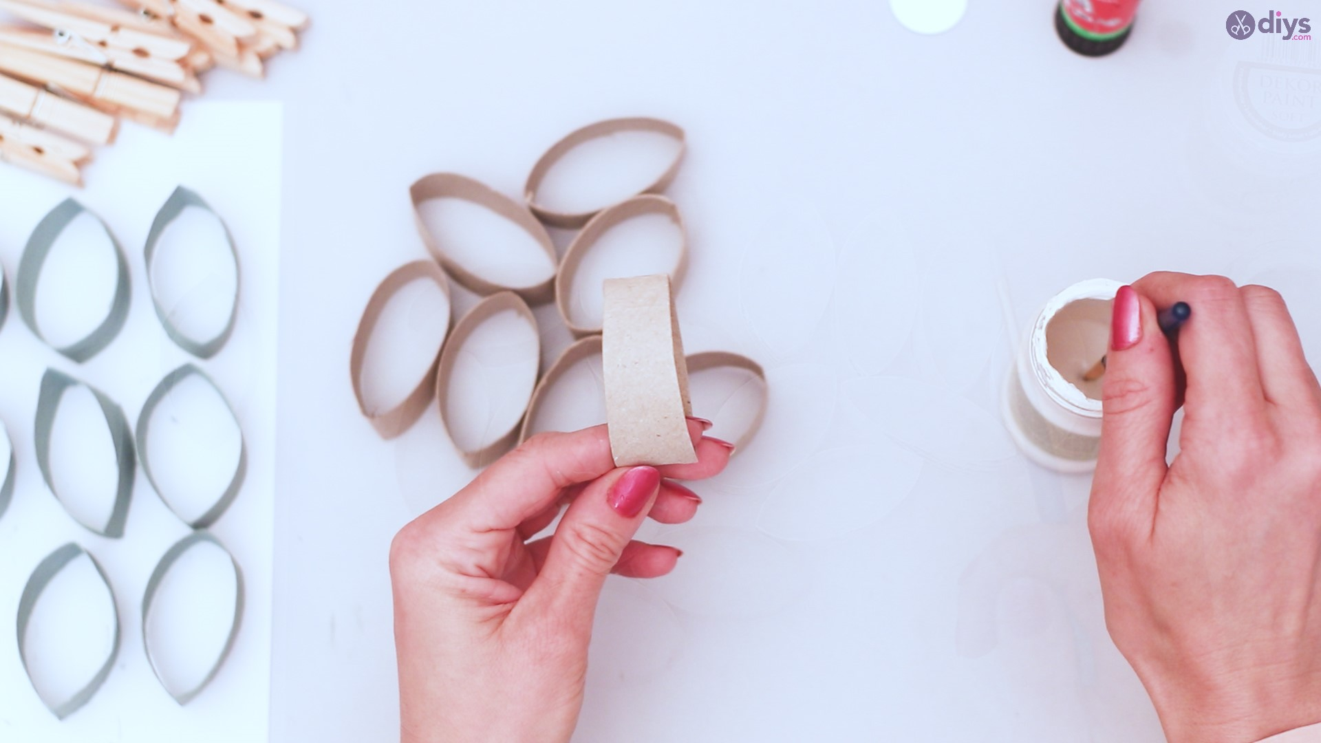 Toilet paper roll wall decor diy project (11)
