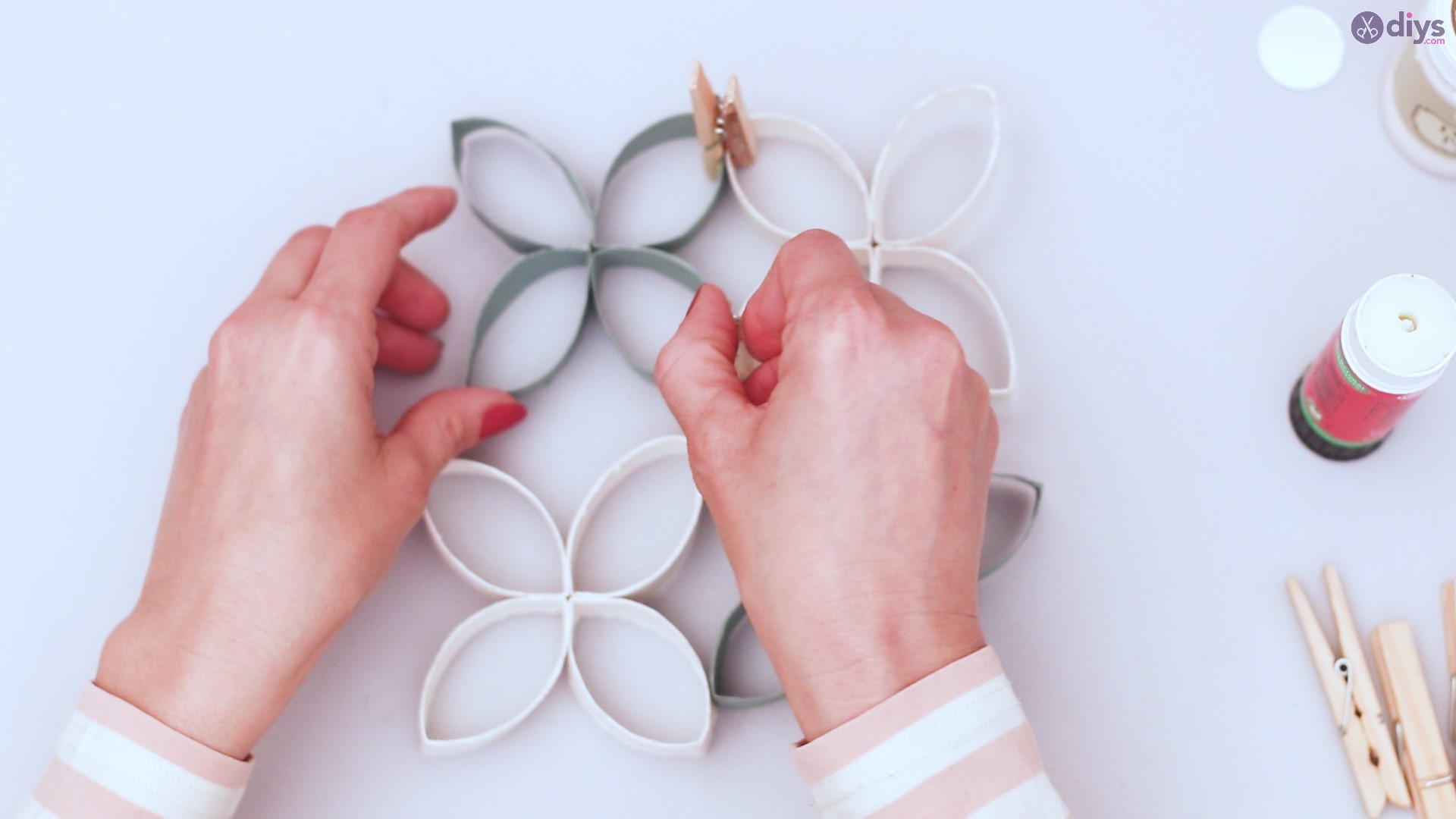 Toilet paper roll wall decor diy project (39)