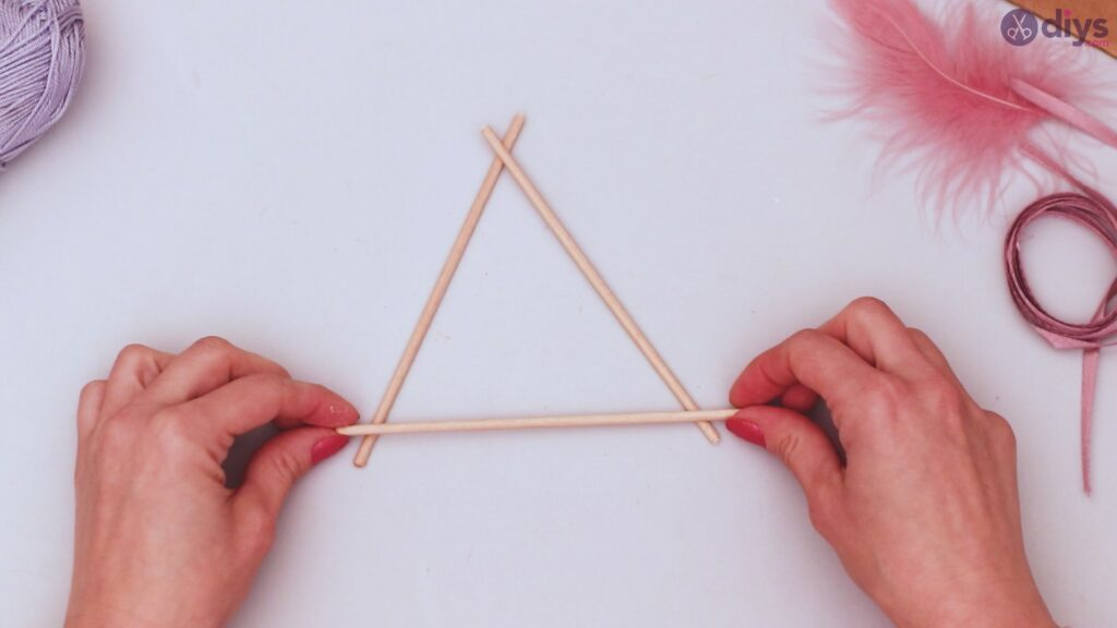 Triangle dreamcatcher diy project step 1 (2)