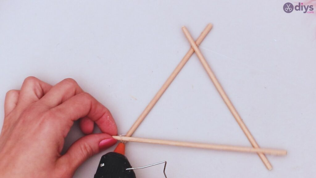 Triangle dreamcatcher diy project step 1 (4)
