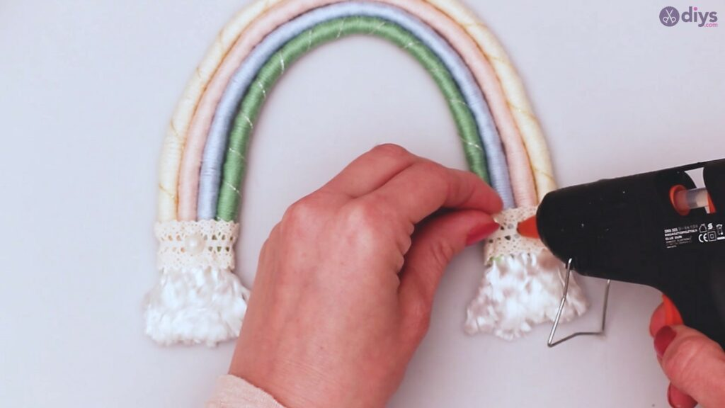 Yarn rainbow wall decor diy project (61)