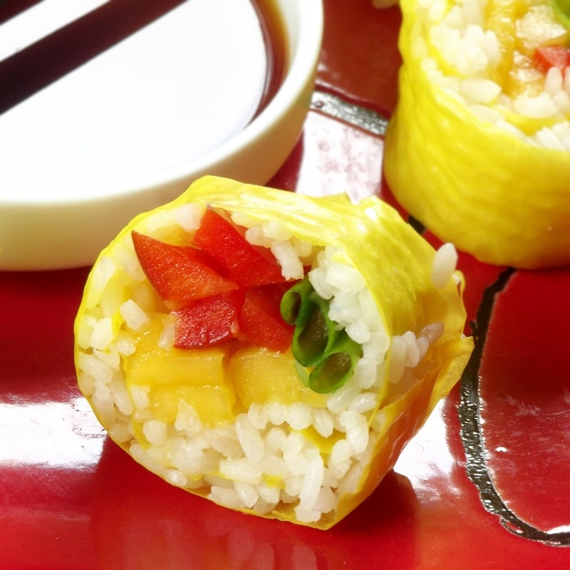 Mango sushi with peppers