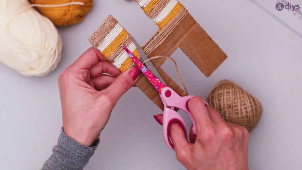 Diy yarn letter step by step craft (26)