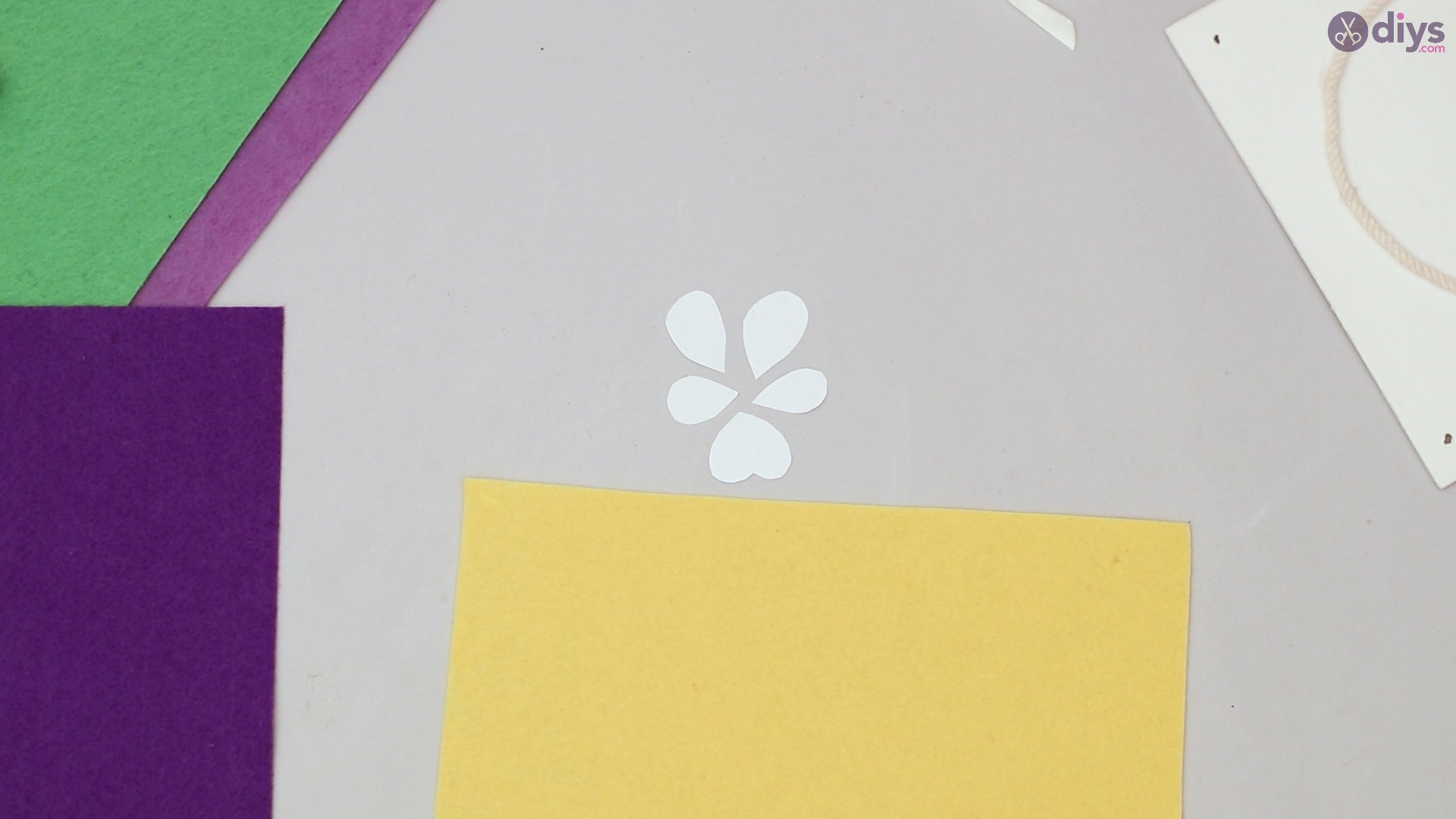 Felt pansy wall decor (26)