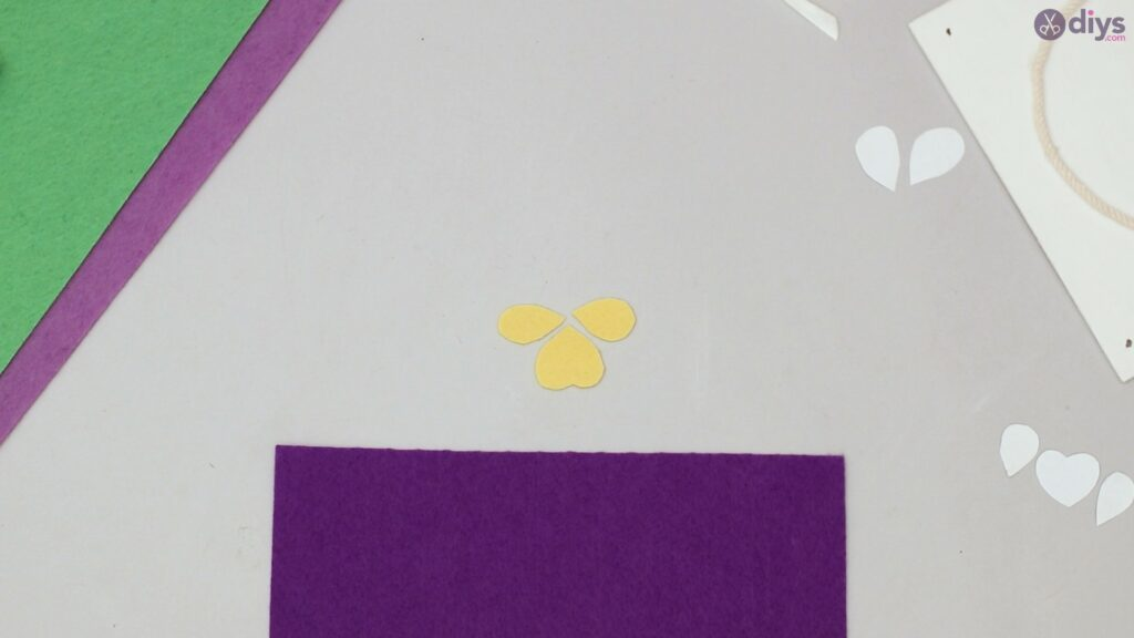 Felt pansy wall decor (29)