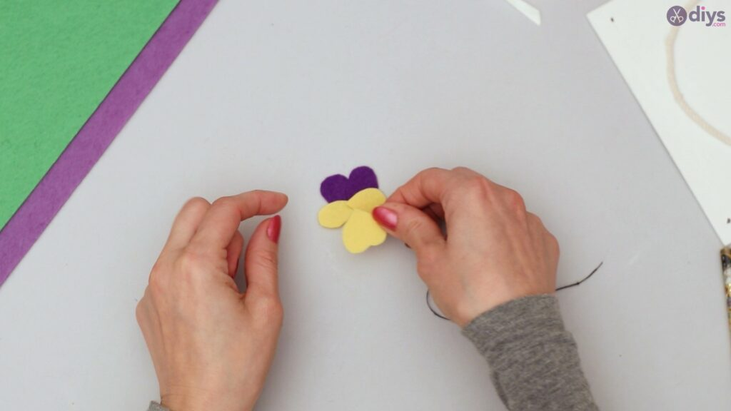 Felt pansy wall decor (32)