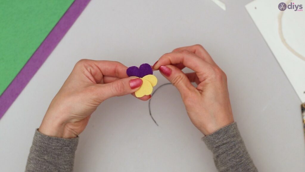 Felt pansy wall decor (33)