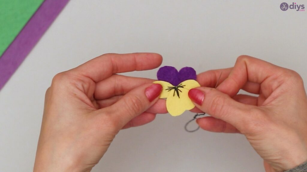 Felt pansy wall decor (36)