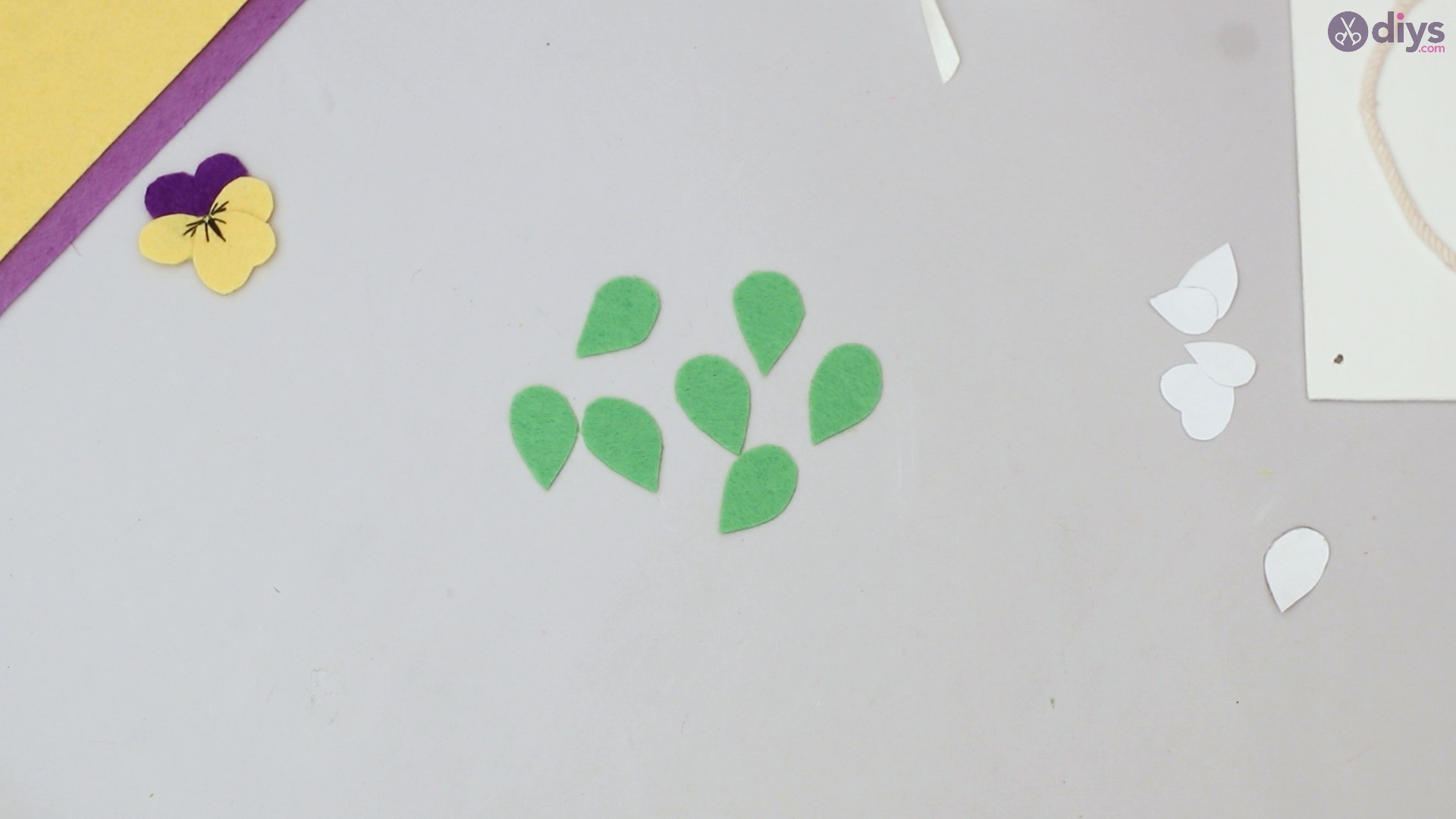 Felt pansy wall decor (45)