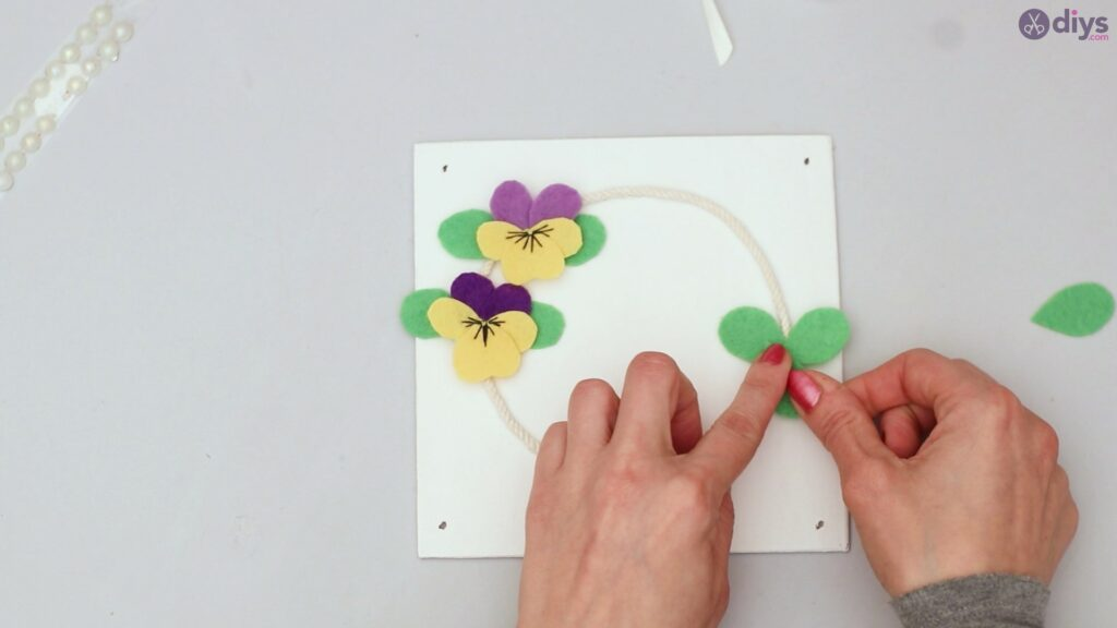 Felt pansy wall decor (47)