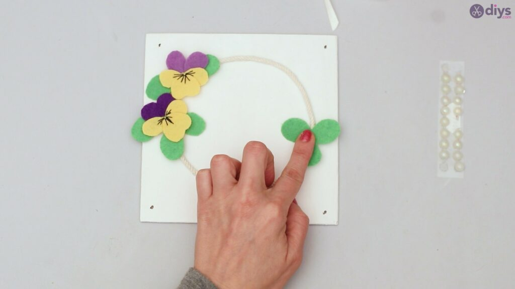 Felt pansy wall decor (52)