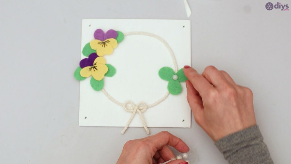 Felt pansy wall decor (53)