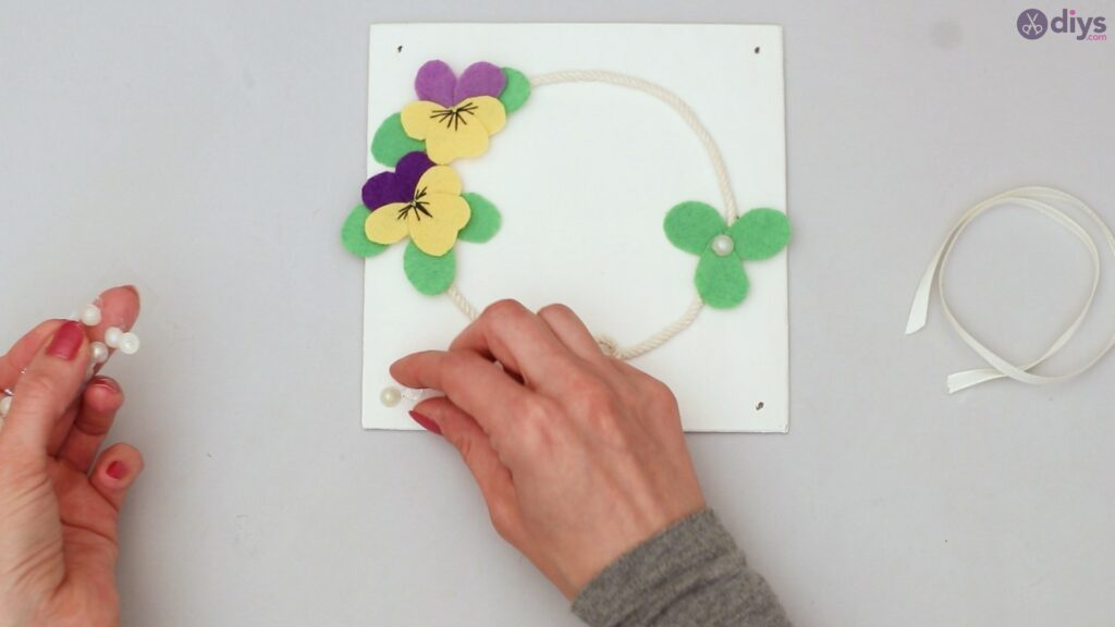 Felt pansy wall decor (54)