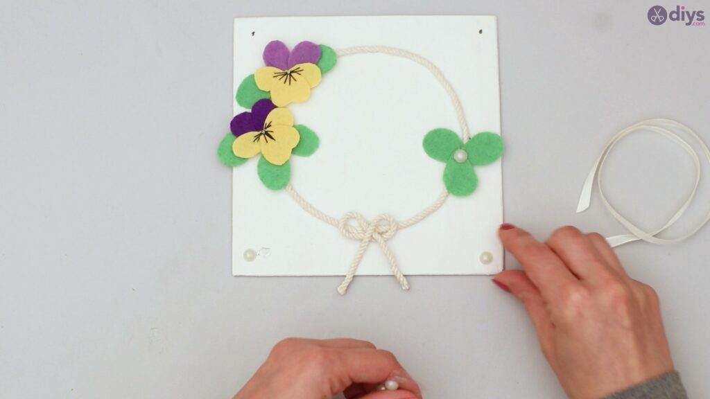 Felt pansy wall decor (55)
