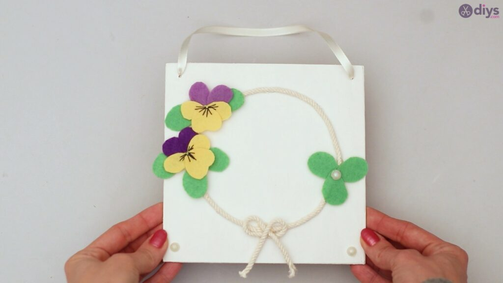 Felt pansy wall decor (62)