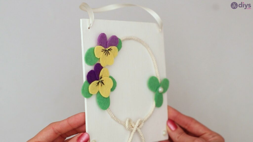 Felt pansy wall decor (63)