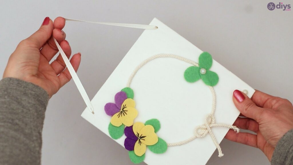Felt pansy wall decor (64)
