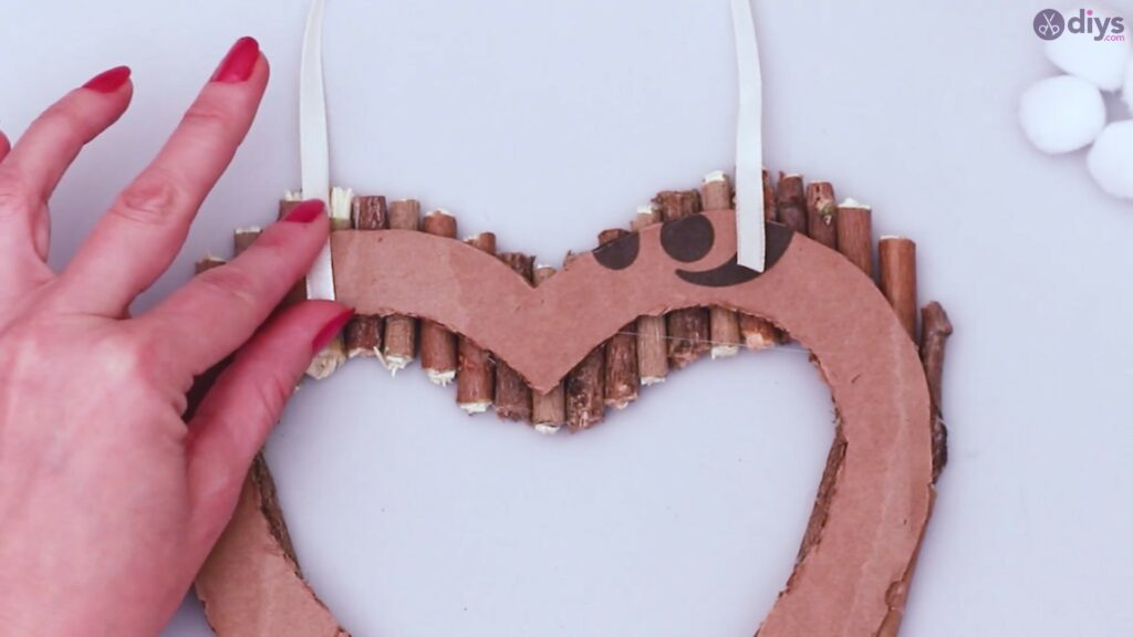 Rustic twig heart wall art (34)