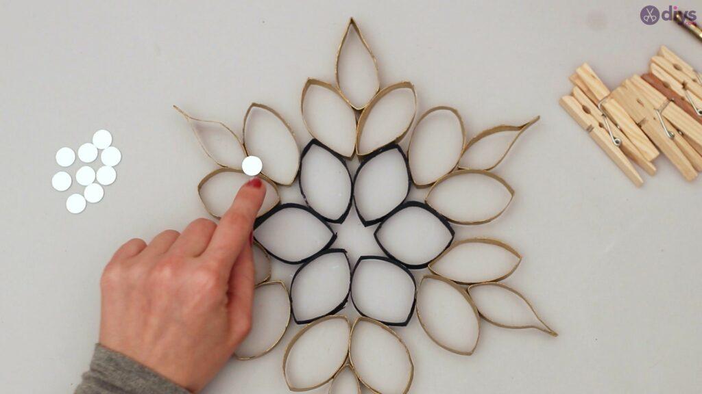 Toilet paper roll flower wall decor (23)