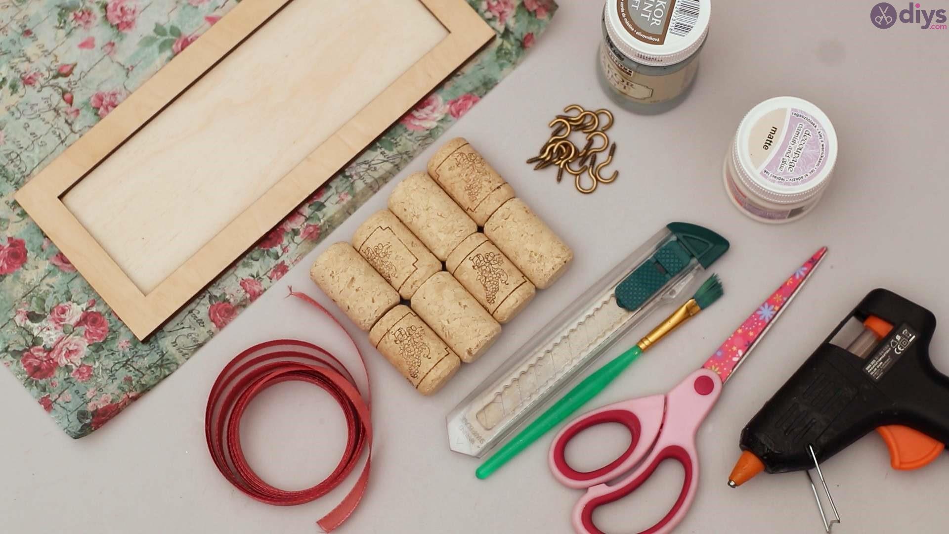 Wine cork jewelry organizer (1)