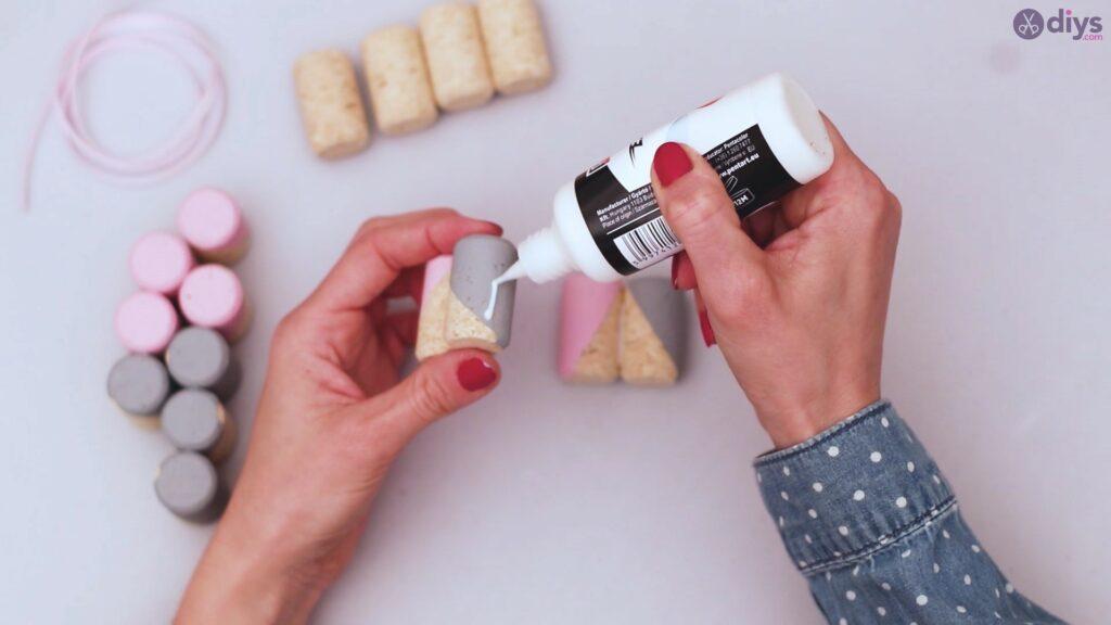 Wine cork mobile phone holder (15)