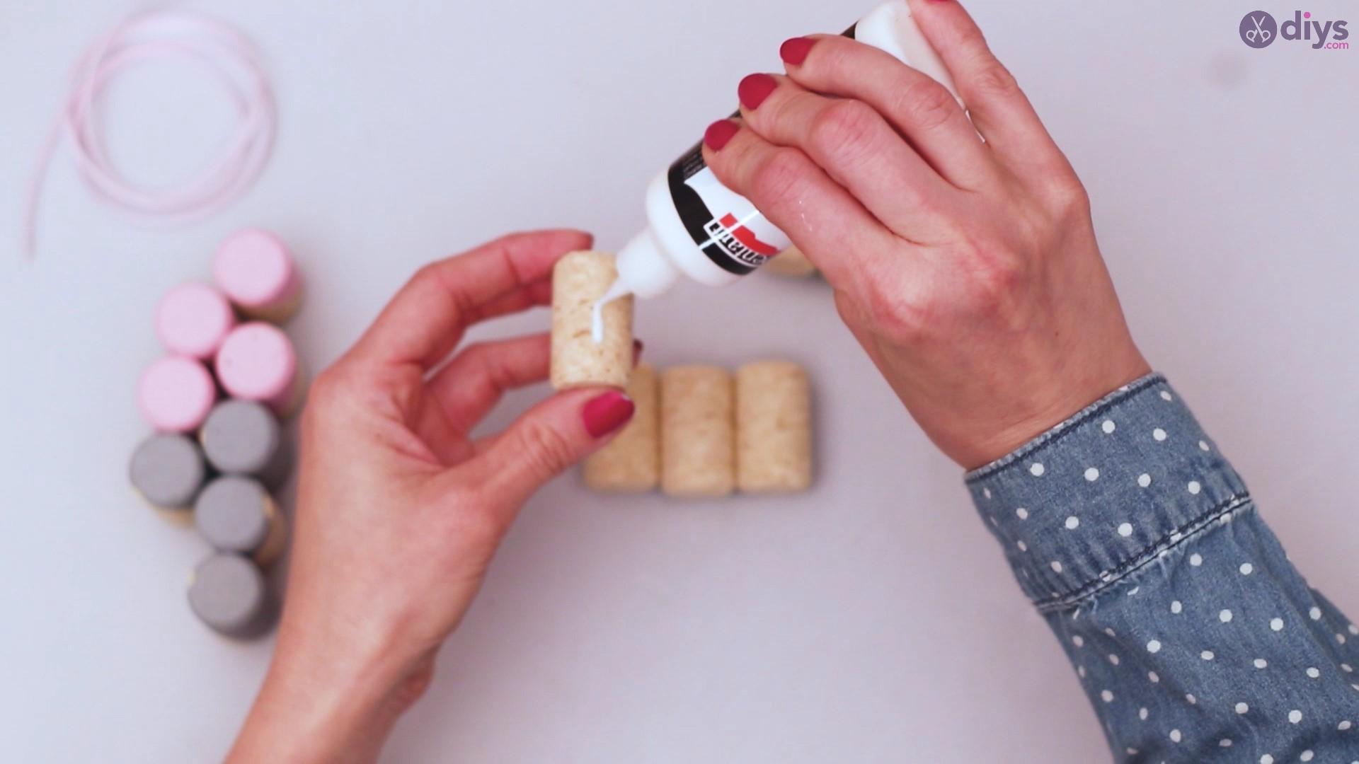 Wine cork mobile phone holder (17)