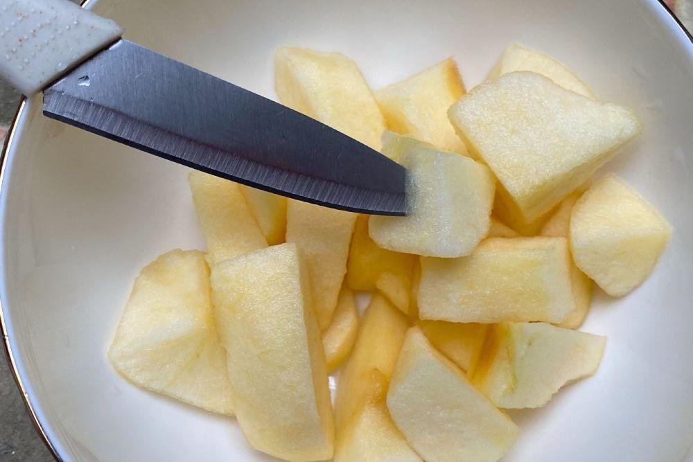 How do you prepare apples for freezing