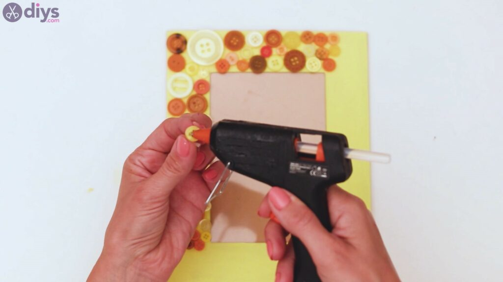 Button picture frame steps (16)