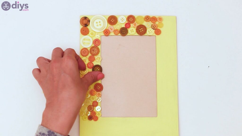 Button picture frame steps (17)