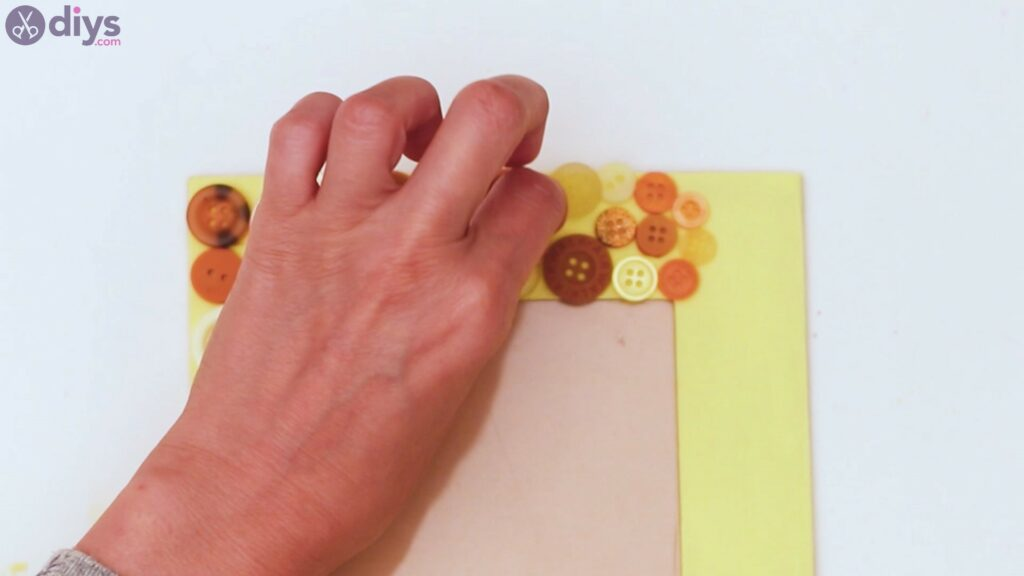 Button picture frame steps (20)