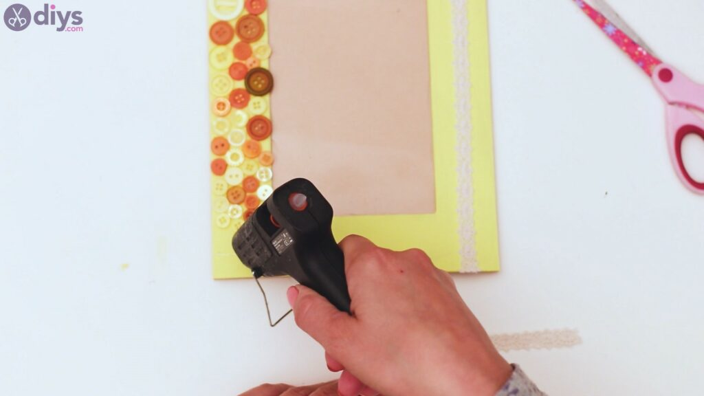 Button picture frame steps (34)